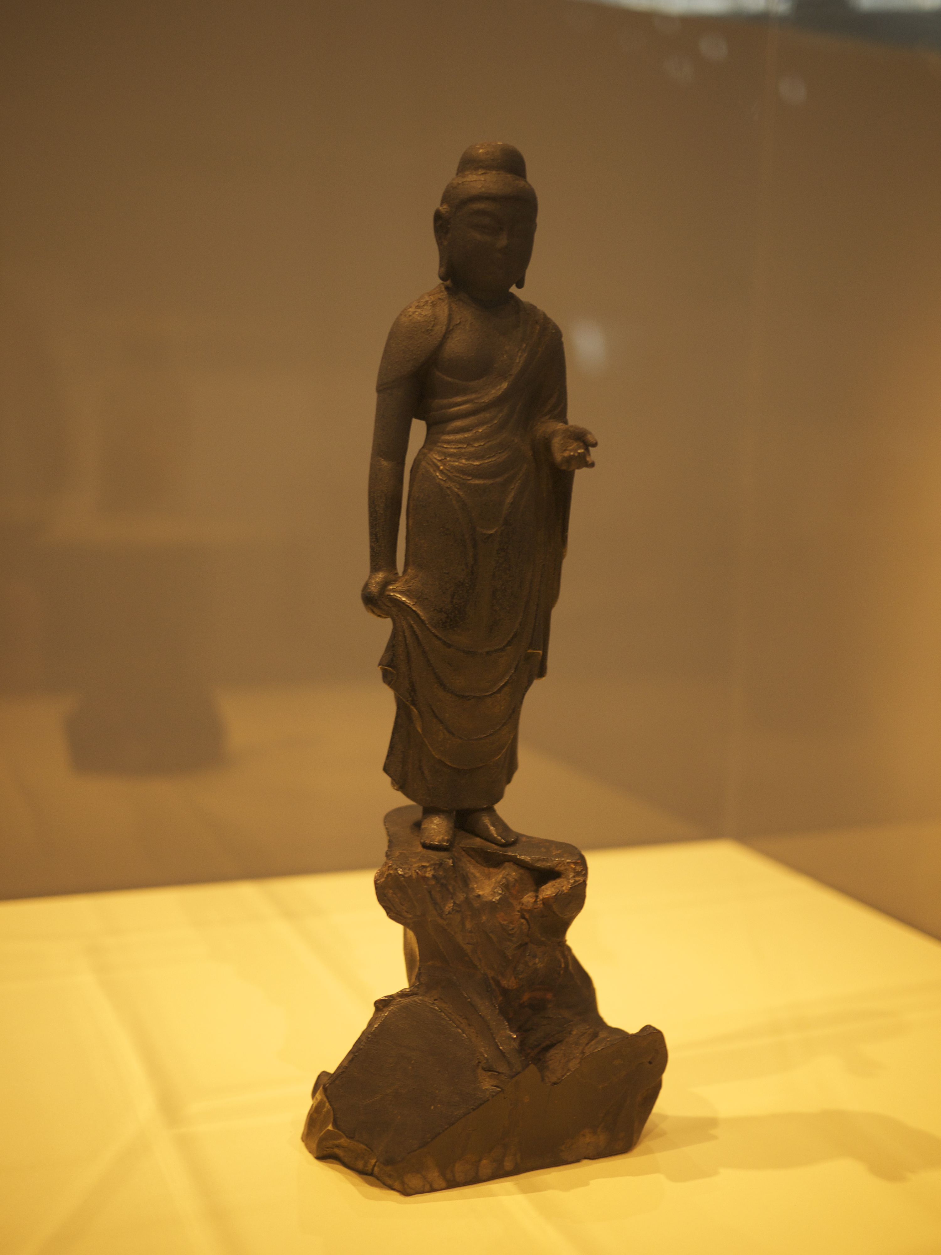 buddhist art in japan Buddhist art in japan buddhist art was introduced to japan along with the buddhist religion in 552 ad almost all the art produced in this suiko period in japan was to do with the new religion.